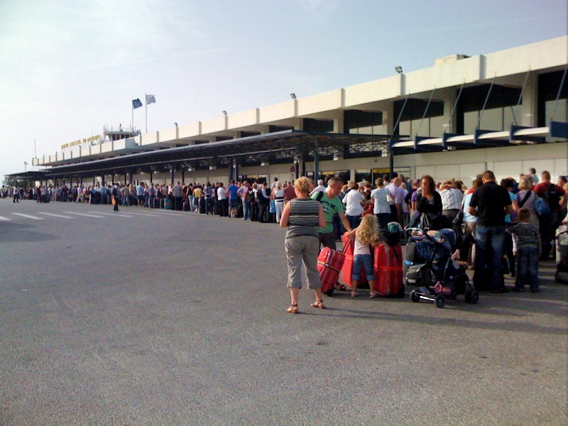 Kos_airport_queue